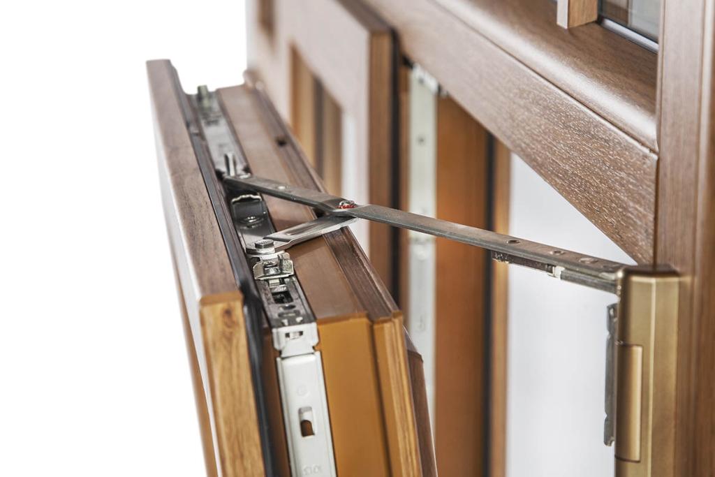 Ferramenta okna samoraj porte e finestre in pvc dalla for Finestre apertura alla francese