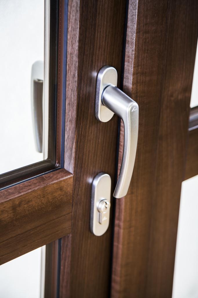 Porte balcone okna samoraj porte e finestre in pvc - Maniglia porta ingresso ...