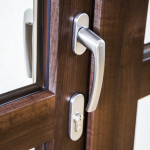 Okna Samoraj porta balcone con maniglia passante con serratura