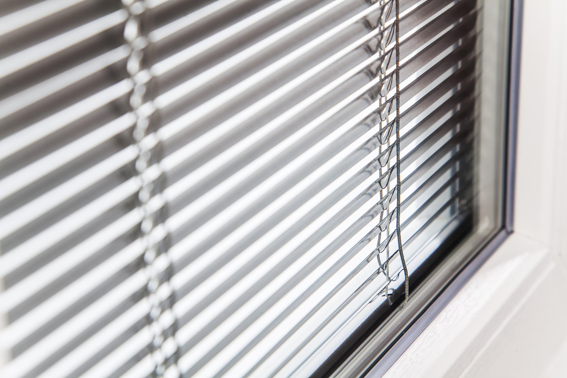Veneziane e tende interno vetro okna samoraj porte e for Veneziane interno vetro pellini